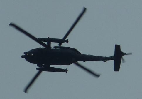 貝ヶ森住宅地上空のヘリコプターb