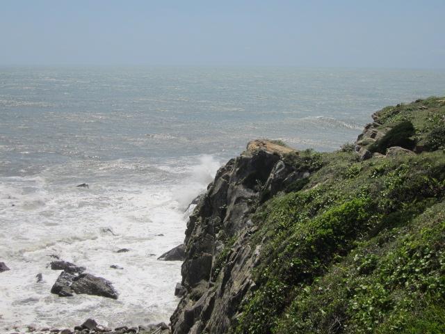 犬吠先 犯人を追いつめる崖