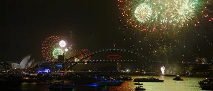 sydney-early-fireworks-light-up-harbour-data_convert_20131231221743.jpg