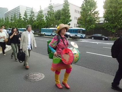 19・太鼓の女性