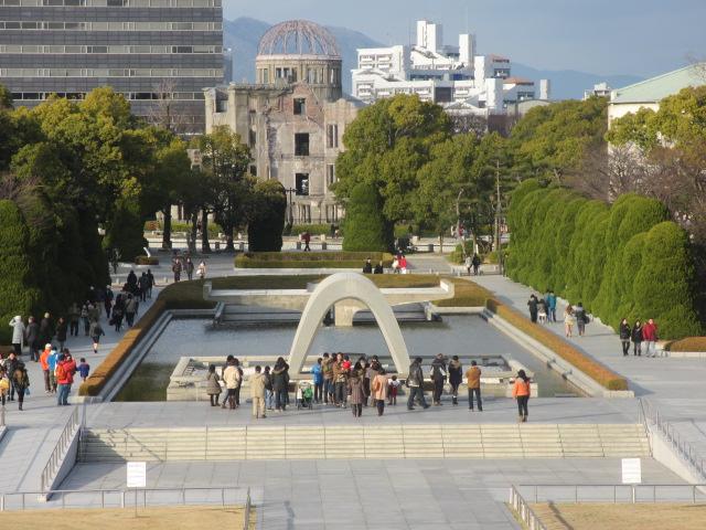 広島観光 献花台・原爆ドームを上から