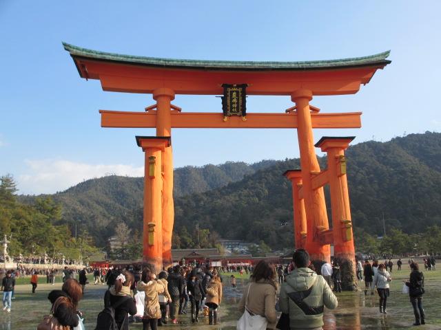 広島観光と宮島かき祭りの旅 宮島かき祭り 厳島神社大鳥居
