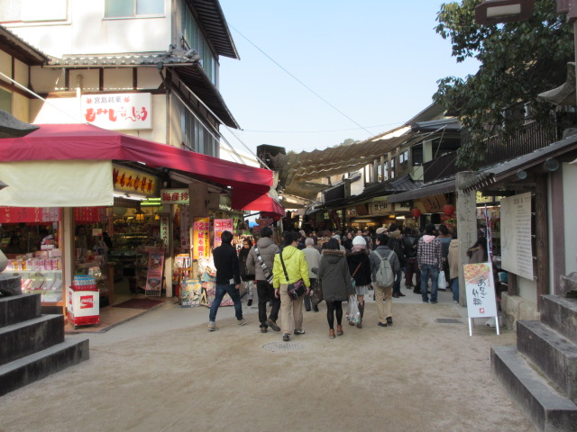 厳島神社 表参道商店街2