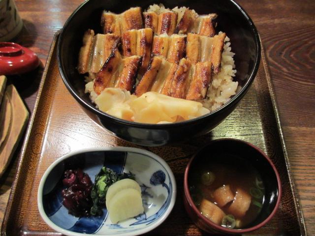 広島観光と宮島かき祭りの旅 うえの 穴子飯
