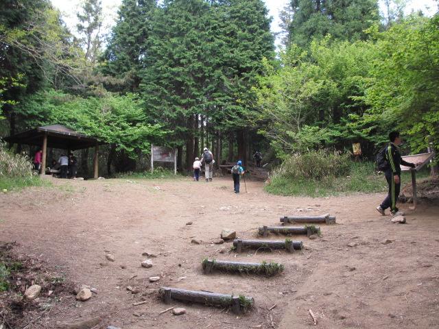 六甲山2012春(その2 風吹岩 ~最高峰編) 雨ケ峠