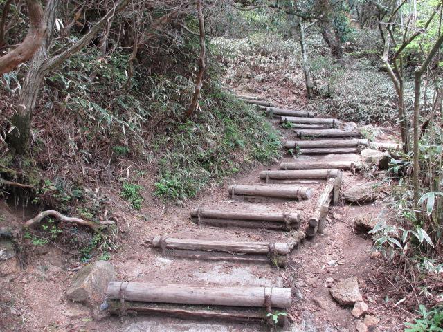 六甲山2012春(その2 風吹岩 ~最高峰編) 一軒茶屋まで18