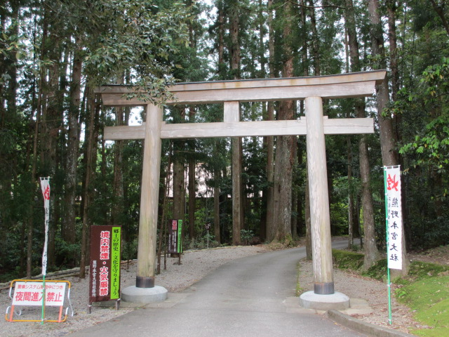 熊野本宮大社裏口の鳥居