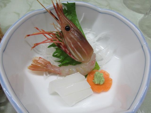 温泉民宿こぶち 夕食(ボタン海老と烏賊のお造り)
