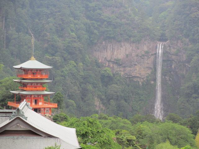 那智山青岸渡寺(三重ノ塔と那智の滝)