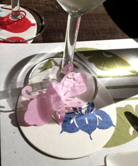 紋切り型のグラスマーカーでそれぞれ飾りました