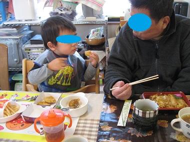 孫と食事 ブログ