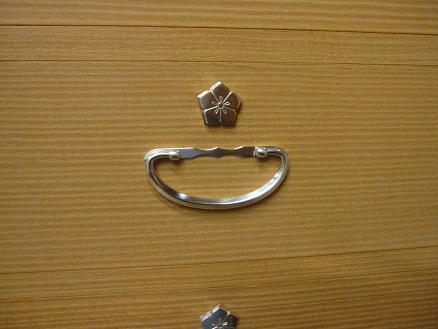 桐たんすの金具、銀メッキ