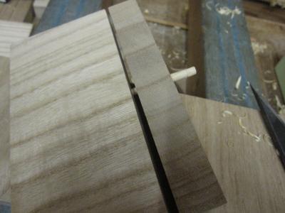 桐たんす製造、木釘の利き具合