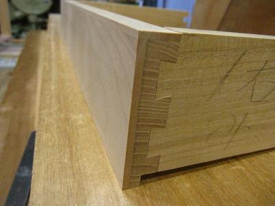 包み蟻組み、桐材、組付