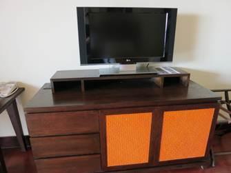 インターコン デラックス ベッド正面にテレビとキャビネット