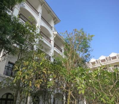 インターコン 中庭からのホテル外観
