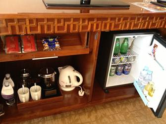 テレビ下の収納に冷蔵庫