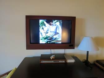 ベッド正面のテレビ