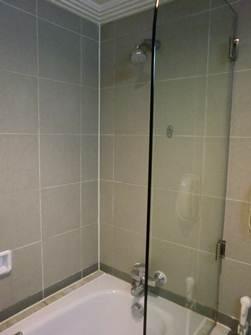 壁面固定シャワー