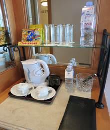 湯沸かし器とティーセット