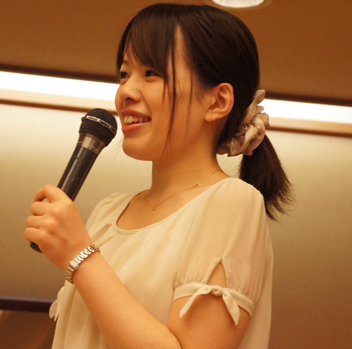 もう一枚、私のブログでは欠かせない可愛い女流の先生の笑顔を☆