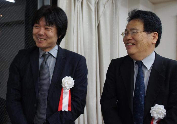 石田九段も時々前に来られて、鋭い読み筋を披露!