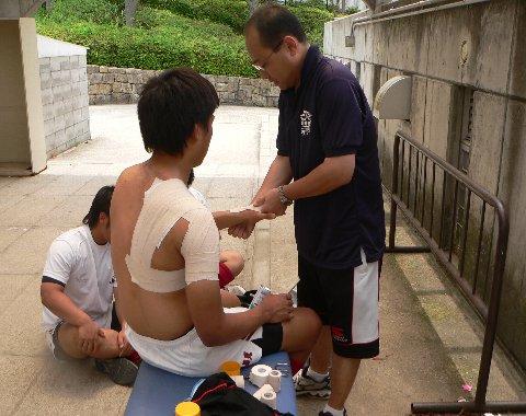 肩関節脱臼予防のためのテーピング