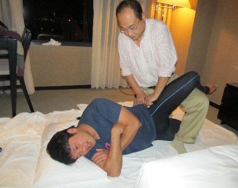 股関節を治療