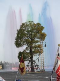 出初め式、消防団の一斉放水