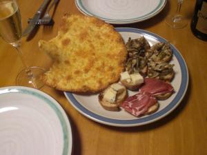 クロスティーニと焼きチーズパン(食べかけ)