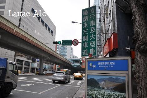 南京東路站バス停付近