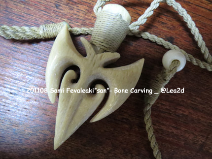 201108 Sami Fevaleaki Bone Carving
