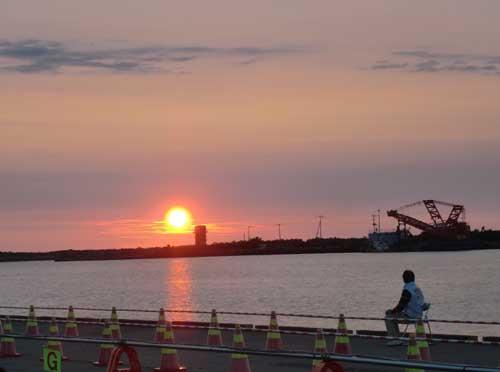 2012_0721_184322-CIMG4873花火開場の夕日