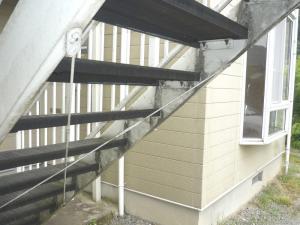 ルミエール 階段 前