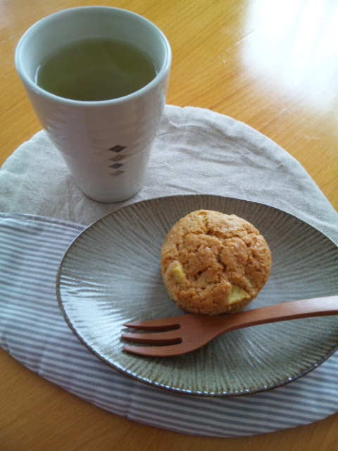 さつまいもマフィンと日本茶