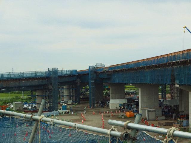 上部工事中の本線と境古河インター方面への流入Cランプ