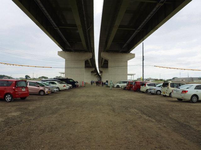 開始時間から時間が経過してから入場しましたが、駐車場はほぼいっぱい。