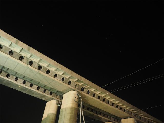 桶川加納インター側の高架橋でも。
