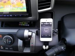 ipod touch を運転席に設置