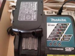 【おすすめグッズ】 我が家のコードレス掃除機「マキタCL182FDRFW」!吸引力強力で500円玉も吸い込むぞっ♪