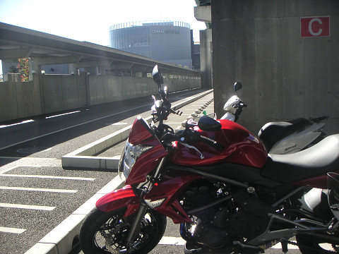 強風の中バイクで