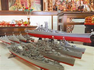 東港 供奉日本將軍三船太郎的東港靈聖堂,近日打造十一艘日本軍艦模型,讓日軍亡魂可以搭船「返鄉探親」。圖/張進安76009063