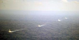 中国東海241210日方拍摄到中国4艘军舰组成的编队昨日在钓鱼岛附近海域巡航。