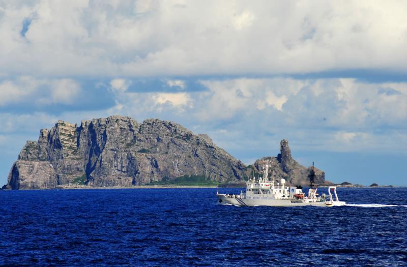 尖閣 12年9月14日6時許,由中國海監50、15、26、27船和中國海監51、66船組成的2個維權巡航編隊,抵達釣魚島及其附屬島嶼海域_convert_20130107211844