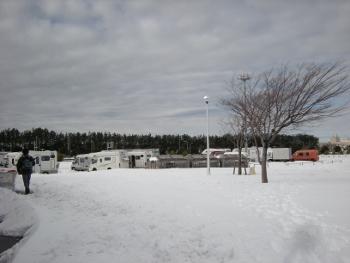 雪の幕張メッセ駐車場1