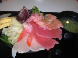 サマサ食堂の贅沢海鮮丼