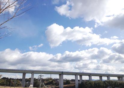 空と高速道路