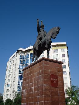 オルモンハン像
