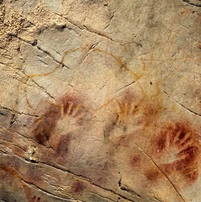 手の形をした壁画 写真提供=Pedro Saura/Science