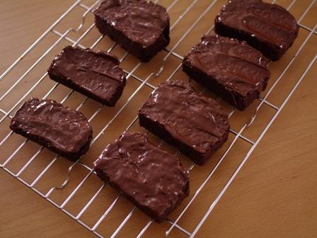 シナモン風味のチョコレートパウンドケーキラスク08